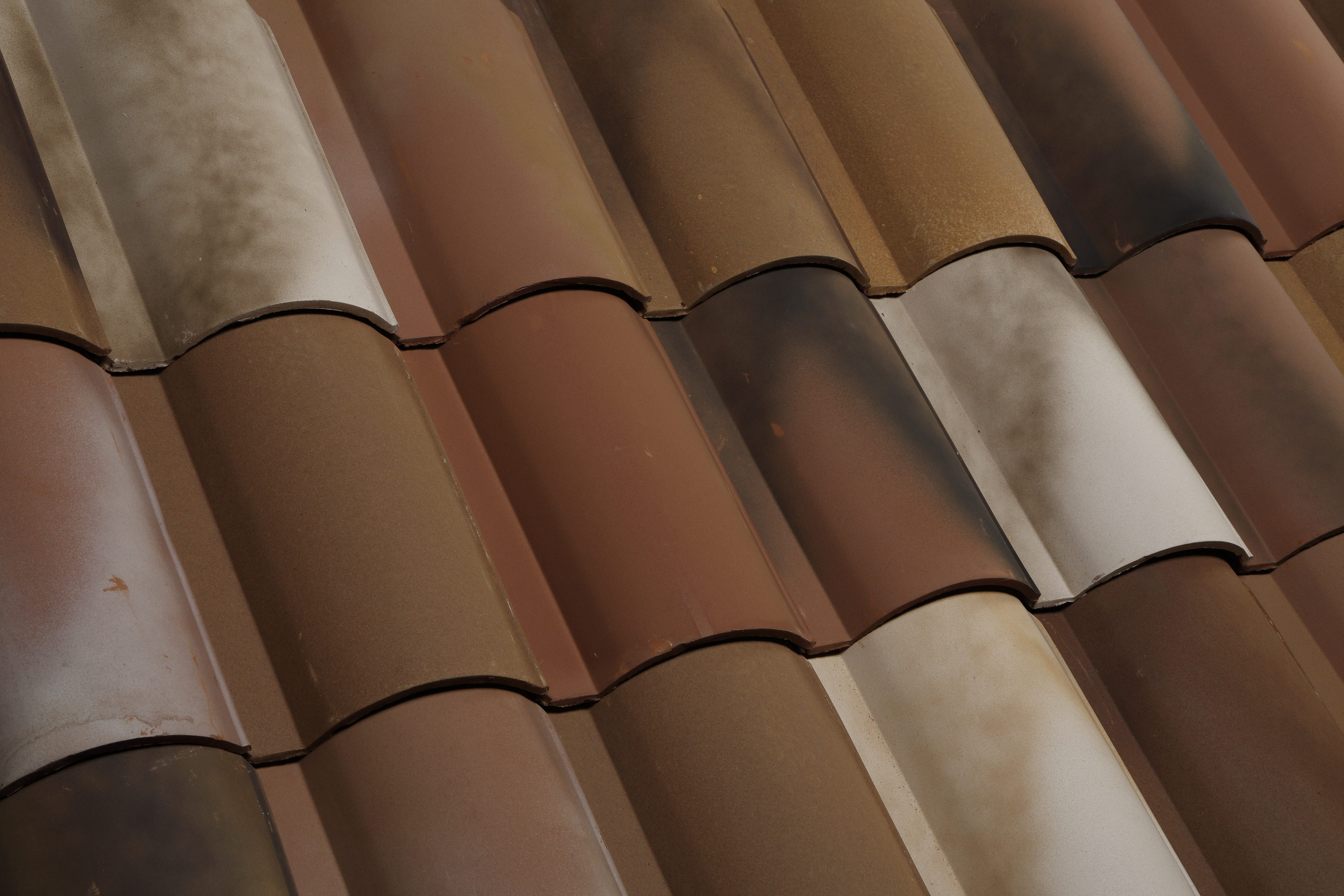 Wanna know the difference between clay roof tiles and concrete? Contact us here!